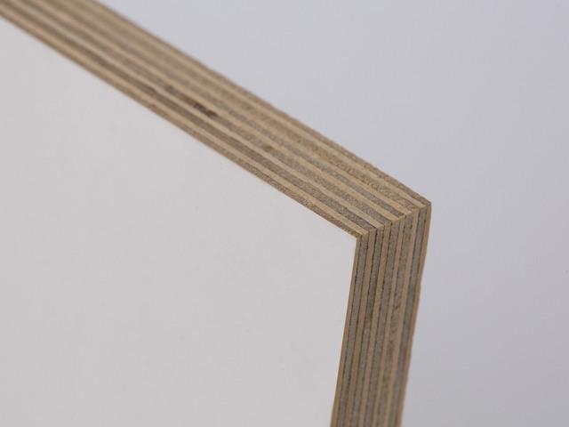 ネイチャー:側面。白樺の積層で作られています。